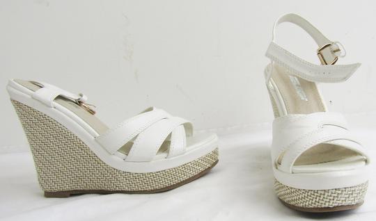 Sandales à talons compensés sur Label Emmaüs, boutique en ligne ... 4a8beb481c38
