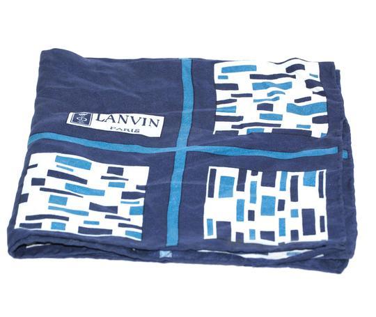 Carré de soie Lanvin Paris . sur Label Emmaüs, boutique en ligne ... b93115b01f2