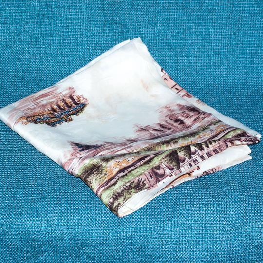 Foulard en soie . sur Label Emmaüs, boutique en ligne solidaire d2894c4cfd4